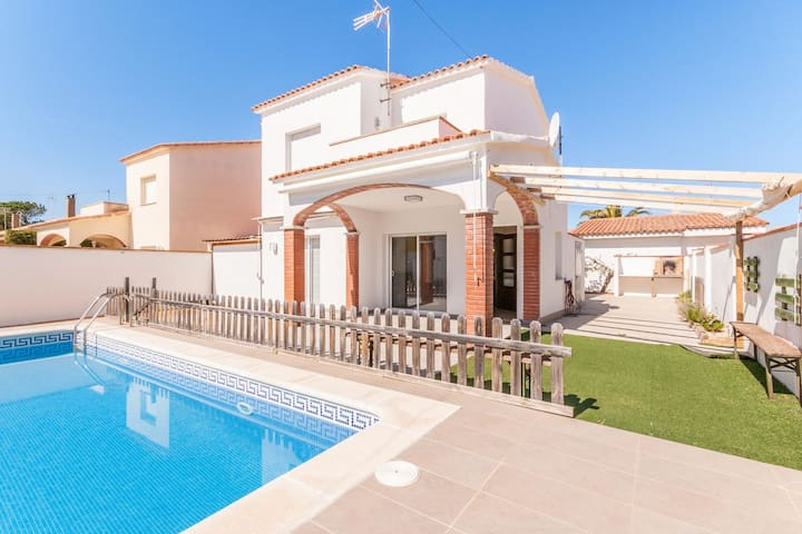 Holiday Home in L'Escala with Private Swimming Pool