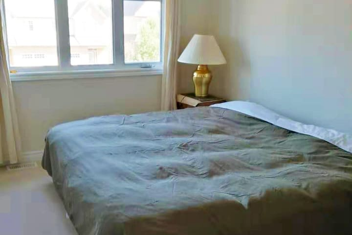 Quite & Clean Private Room Conveniently Located!