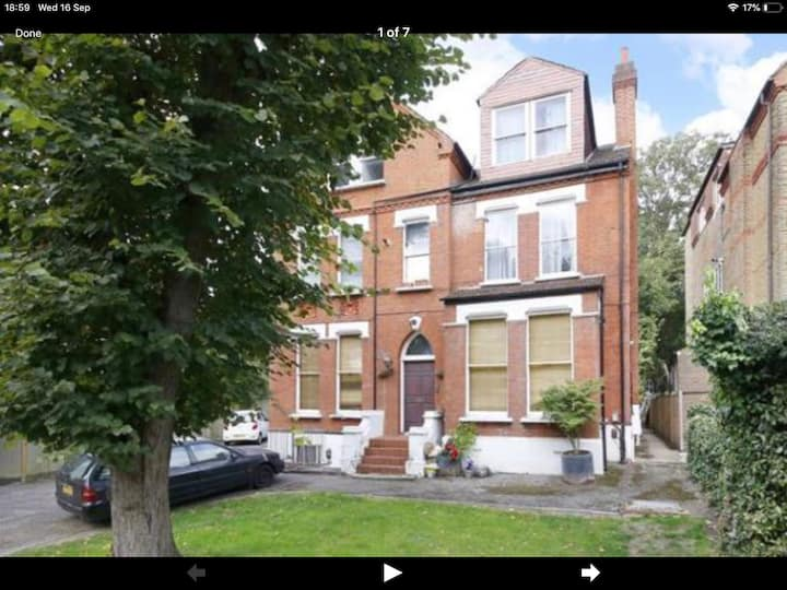 Beautiful 1 bed maisonette by Crystal Palace Park