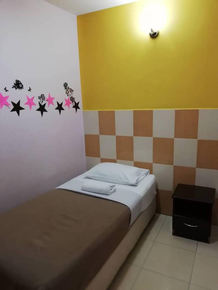 Single Room (Adamson Inn Islamic Budget Hotel)
