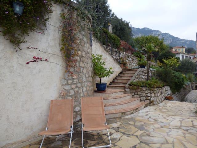 Villa 2 pièces limitrophe Monaco (Beausoleil) - Beausoleil - Casa