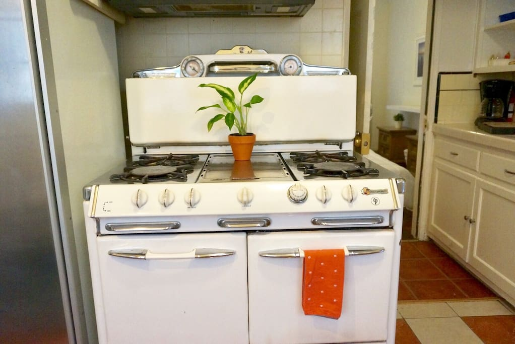 This retro stove is in working condition and is the perfect addition to this charming, little kitchen!  (***Please not that the oven does not work, only the stovetop***)