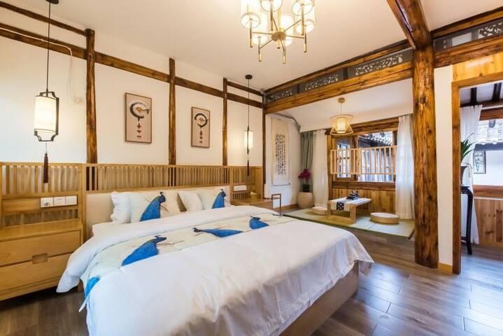 琴笙楠舍    聆笙  同里古镇内,中川桥旁30平日式1.8米豪华大床房。1.5米宽榻榻米可加床。