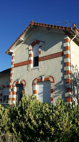 Villa avec studio indépendant - Abzac