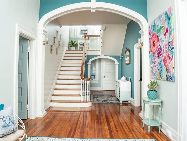 Charming historic apt on Rivermont, near Downtown
