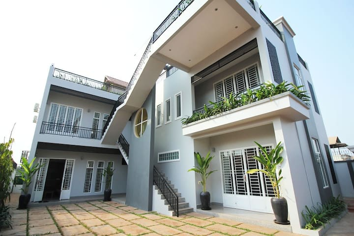Designer VIP Apartment. Private,kitchen,2 BedRooms - Krong Siem Reap - Apartament