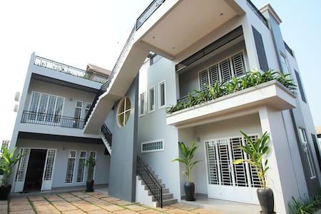 VIP Designer Apartment. Superkitchen. Private! - Krong Siem Reap