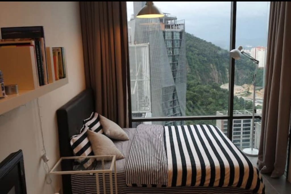 Queen Size Bed with View