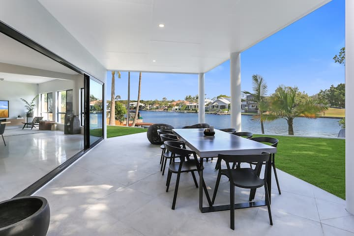 Waterfront Wonder, Noosa Waters
