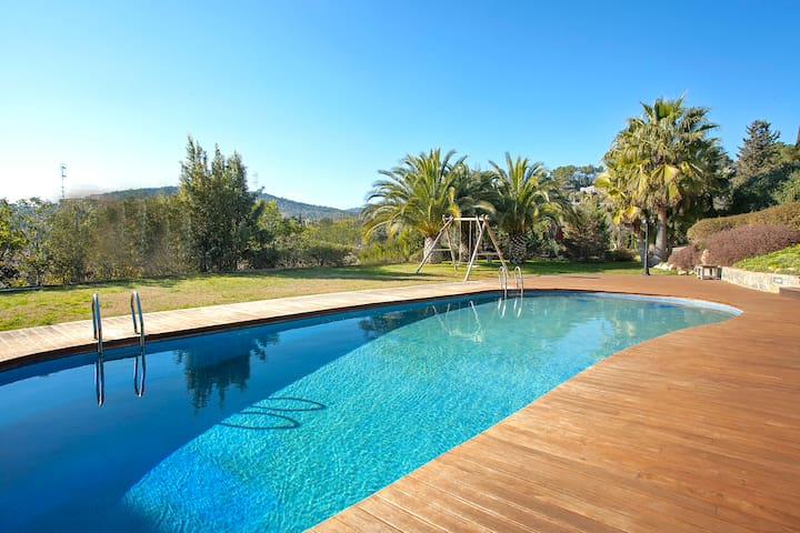 BELL RACO ★ Stunning Villa in a privileged environment. Large garden, private pool and playground ar