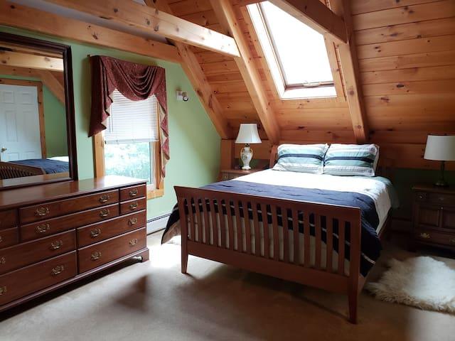 Master Bedroom 1 with Queen