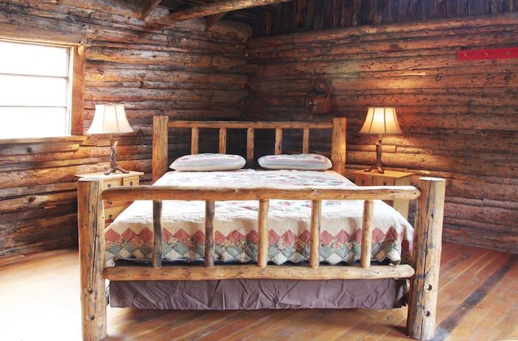 1880s Log Cabin
