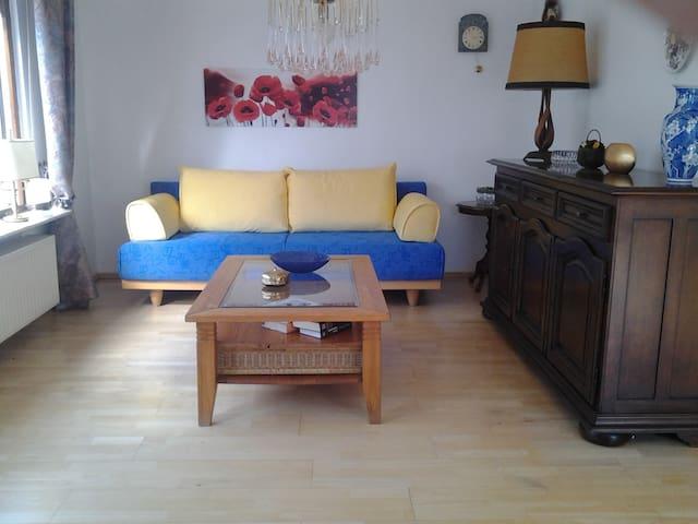 Sonnige, helle Wohnung mit Ausblick, 2 Balkone