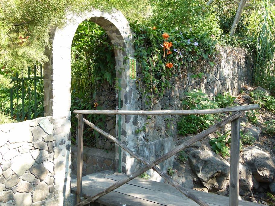 Nach ca. 100m Eingang zum Garten
