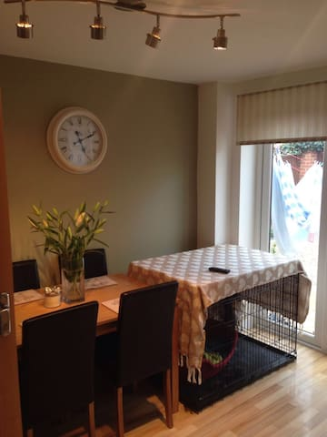 Twin Room with Private Bathroom - Cheltenham - Casa