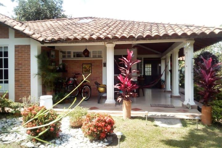 Habitaciones privadas en casa campestre Chalé