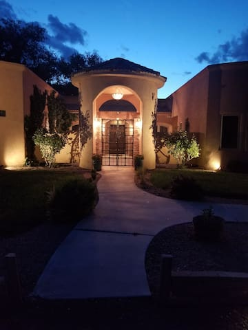 Detached Casita w/wet bar, Bthrm