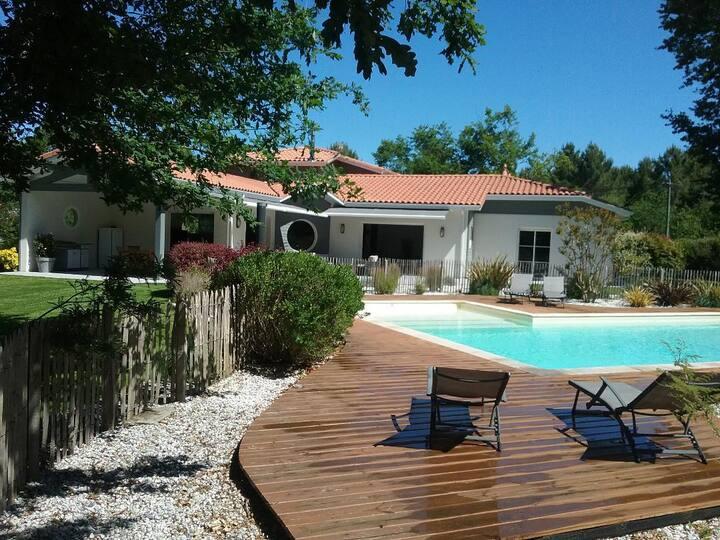 Belle villa avec piscine dans un écrin de verdure