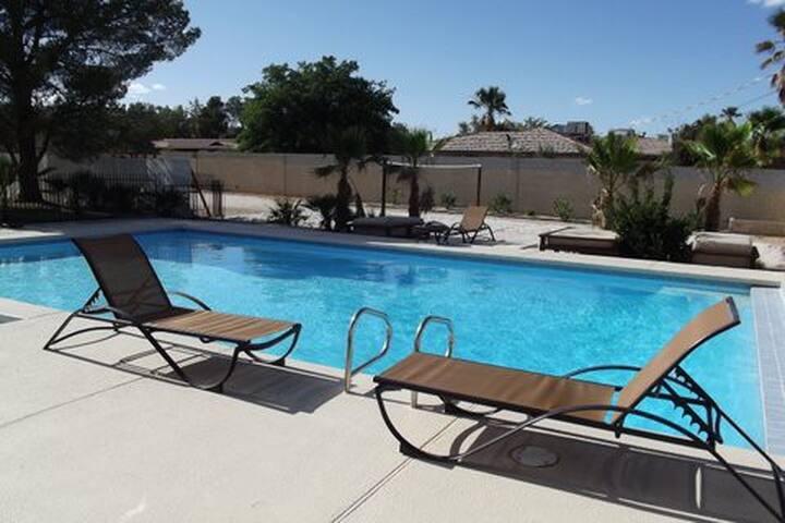 Affordable Vacation Resort w/ Pool! - Las Vegas - Hus