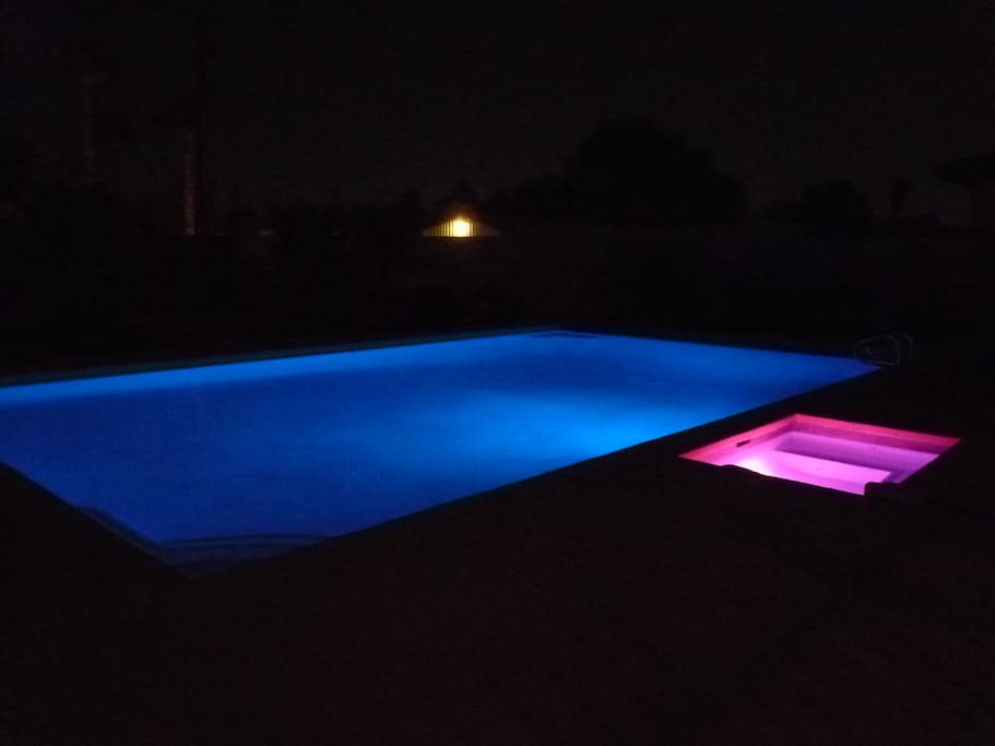 Pool/Jacuzzi change color at night