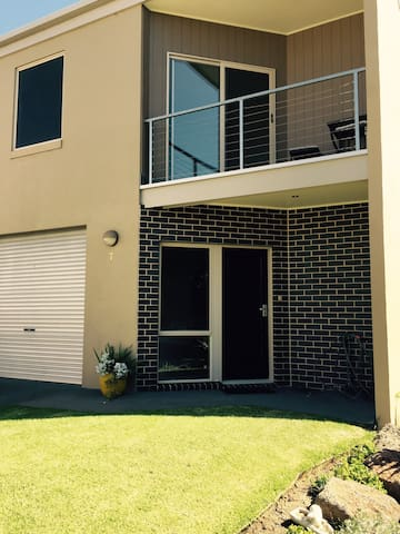 BAYBREAK TOWNHOUSE PORTARLINGTON - Portarlington - Hus