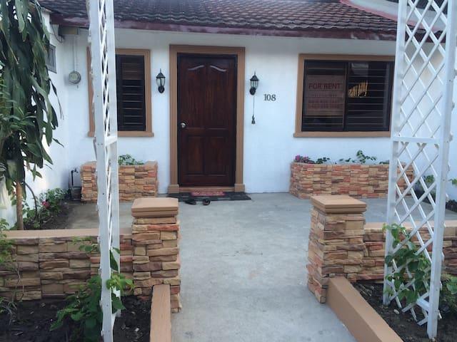 small quaint house in ayala alabang - Muntinlupa - Casa