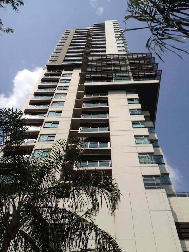 Modern Condo, 150 mtrs walking from skytrain station (shopping/offices)