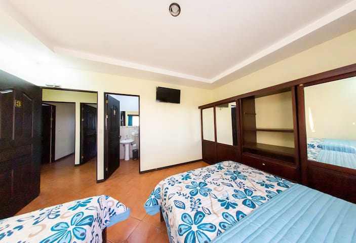 3-Room 4 People Baño privado 2.9 SJO Airpt. A/C