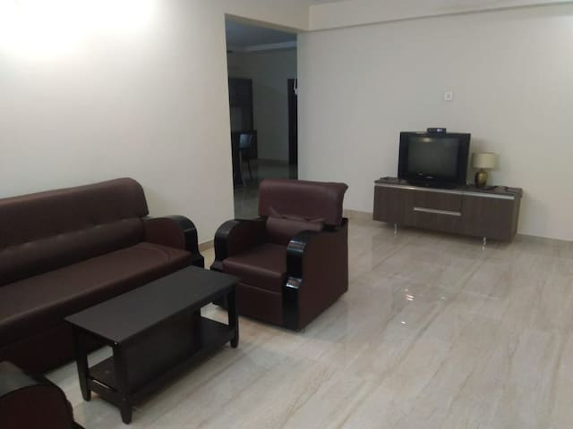4th Floor 3BHK in Currency Nagar