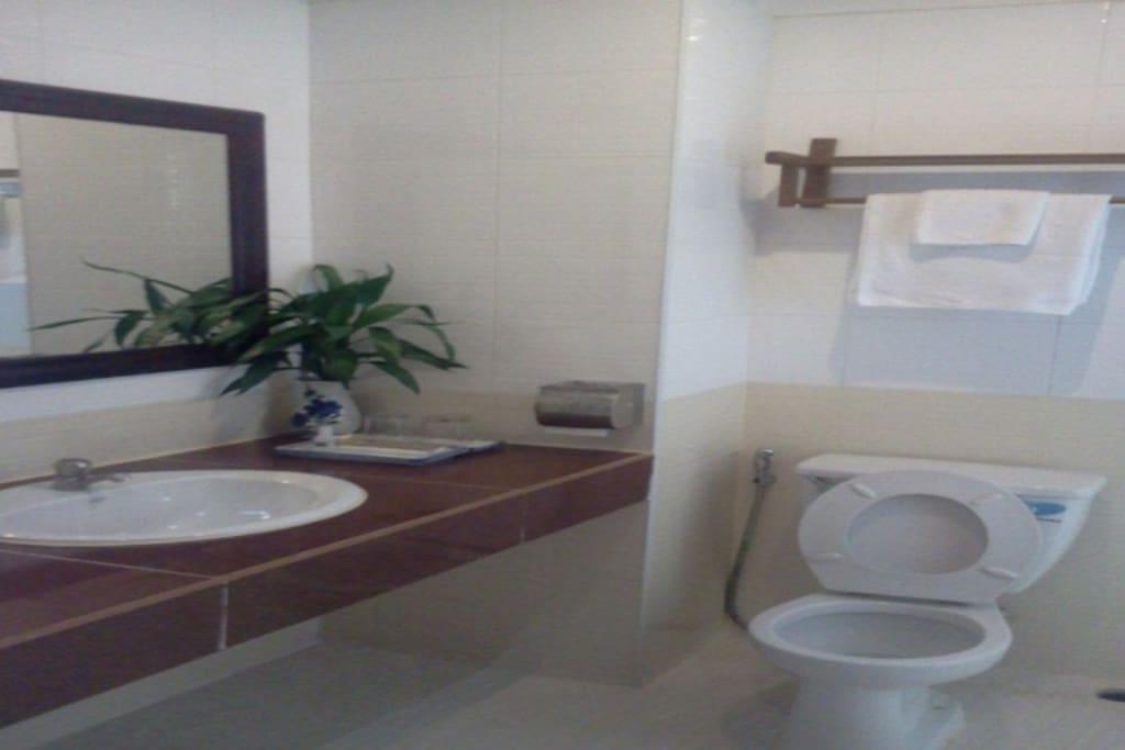 Bathroom No Tup