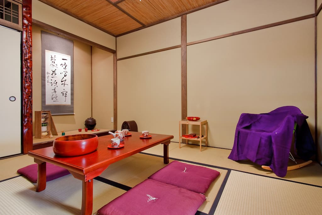 View on the tokonoma (holy place of a Japanese house). I've decorated it with lots of tea ceremony utensils