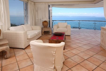 Seafront 3-bed Apartment  - Hermanus