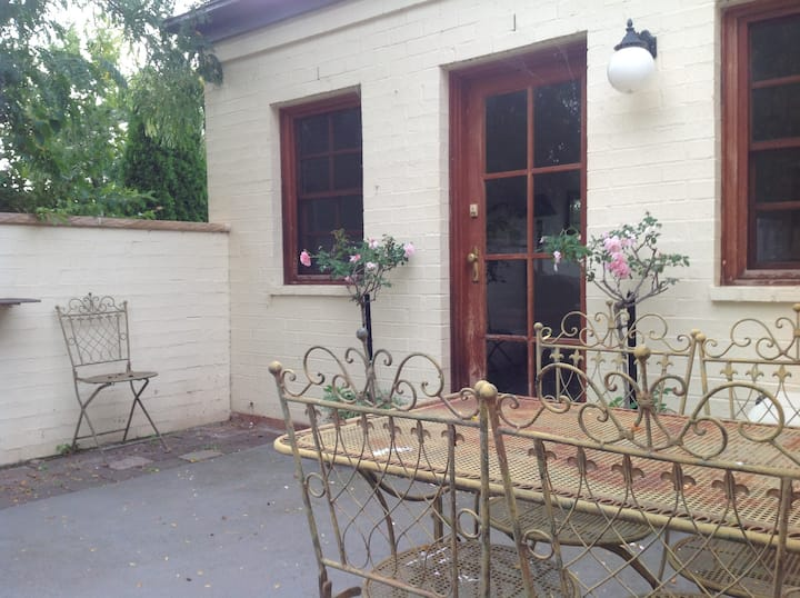 Country cottage - pet friendly - 18k Canberra CBD