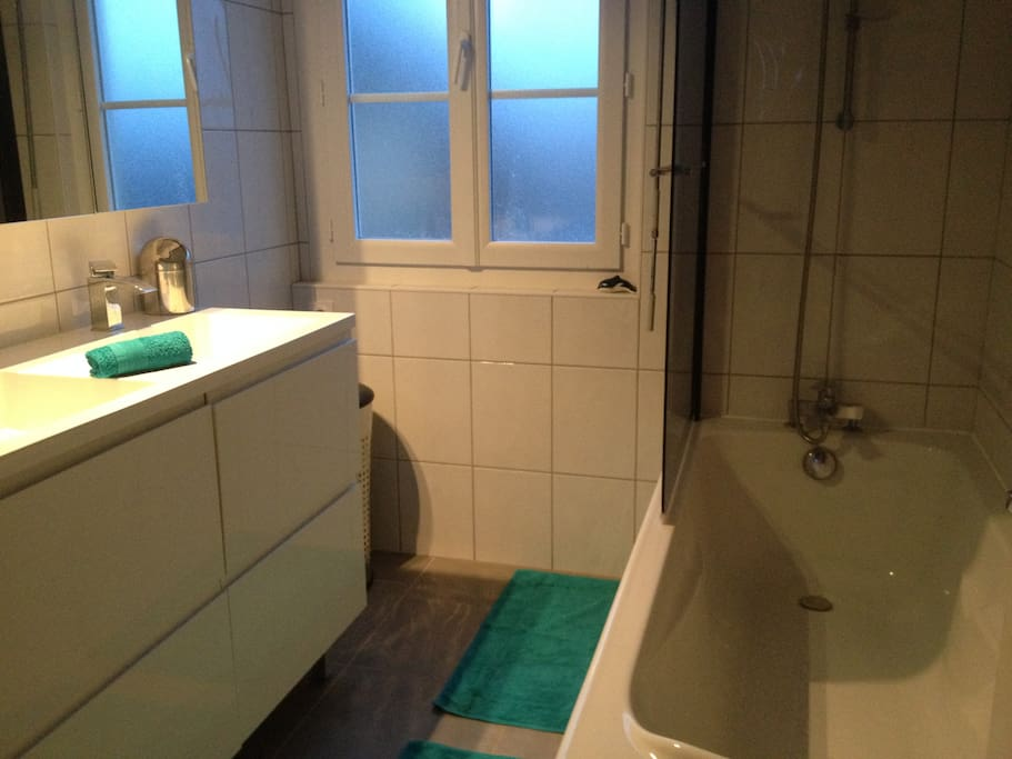 Chambre chez l 39 habitante bed breakfasts for rent in for Chambre de commerce angouleme