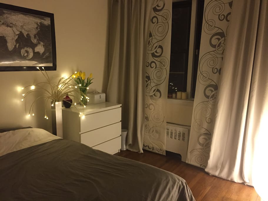 Bedroom ambiance at night. The lamp has been replaced by a sleek reading light, which is even more stylish!
