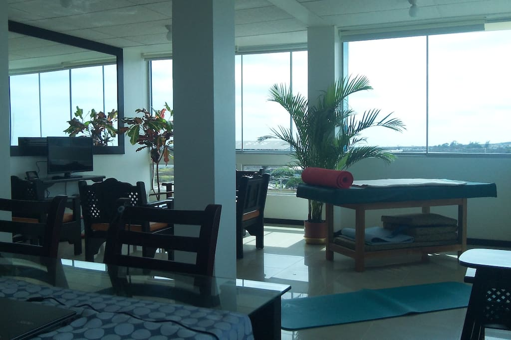 Living Room with Panoramic Windows, Smart TV, A/C and Massage Bed