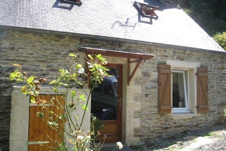 Entre cote de Granit rose et Monts d' Arrée. Calme - Loc-Envel - Rumah