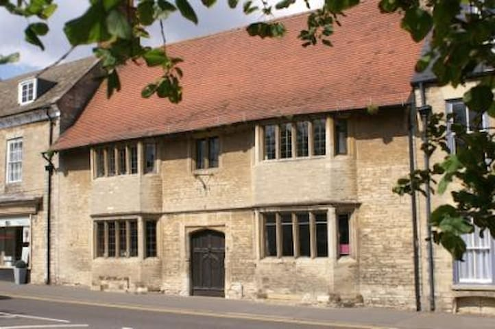 The Old House on the Market Square - Higham Ferrers