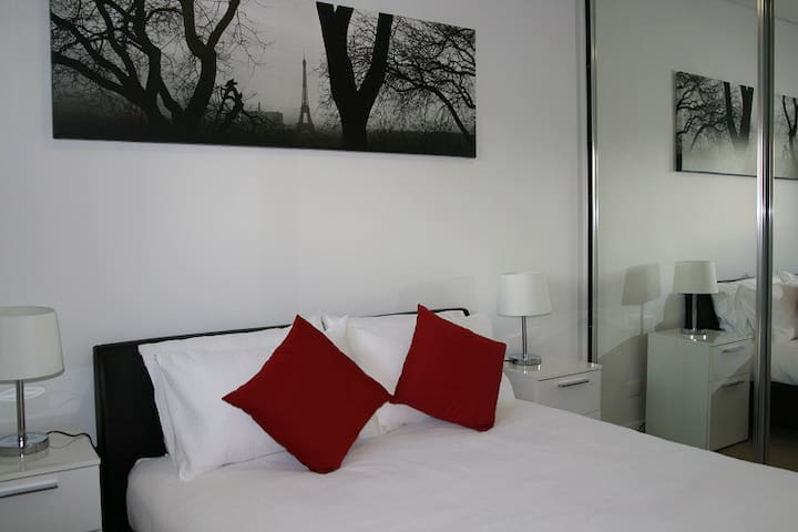 Executive 2Bd Apt with ensuite in Woden - Phillip - Lägenhet
