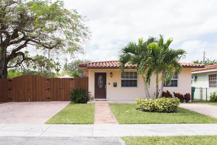 Coral Terrace Home  Great Location!