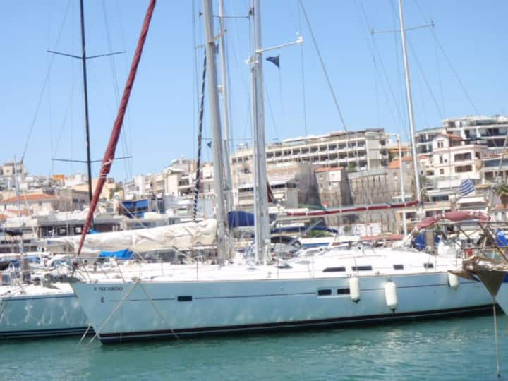 Ιστιοφόρο δεκατριάμετρο σκάφος με skipper