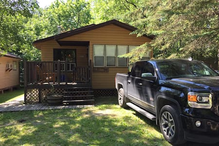 Affordable 3 bedroom cabin, Grand Beach MB