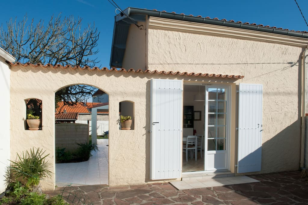Maison fourasine ma cl port nord houses for rent in for A la maison translation