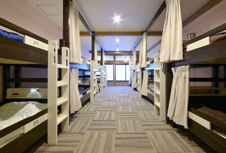 [Mixed Dormitory] ZEN Hostel