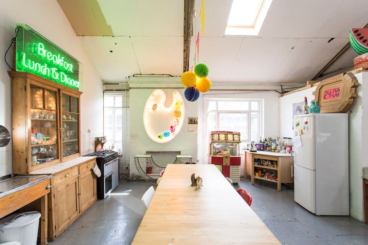 Great room in creative Hackney warehouse. - Londra - Loft
