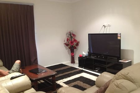 Beautiful triple bedroom house - Bonner