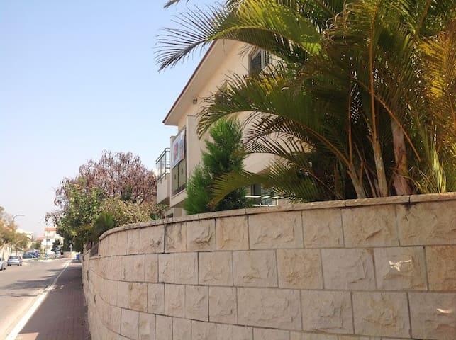 Maison privee quartier residentiel - Rehovot - House