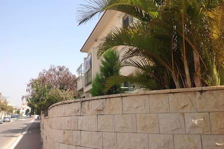 Maison privee quartier residentiel - Rehovot - Dom