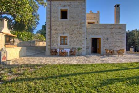 Villa Stavros, Relaxing Garden-pool - Rethimnon