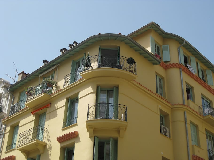 Notre immeuble vu d'en bas
